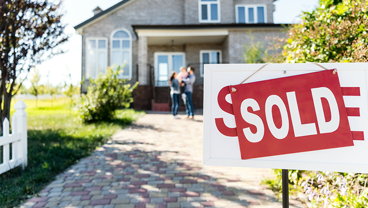 Selling and buying a house at the same time